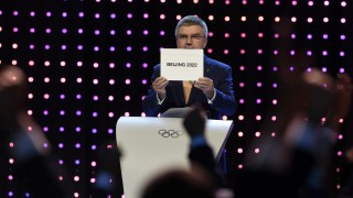 (150731) -- KUALA LUMPUR, July 31, 2015 (Xinhua) -- President of the International Olympic Committee (IOC) Thomas Bach announces that Beijing won the bid to host the 2022 Olympic Winter Games at the 128th International Olympic Committee session in Kuala Lumpur, Malaysia, July 31, 2015.(Xinhua/Gong Lei)