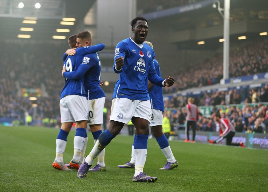 LIVERPOOL, ENGLAND - NOVEMBER 01:  Romelu Lukaku of Everton celebrates as he scores thier fourth goal during the Barclays Premier League match between Everton and Sunderland at Goodison Park on November 1, 2015 in Liverpool, England.  (Photo by Chris Brunskill/Getty Images)