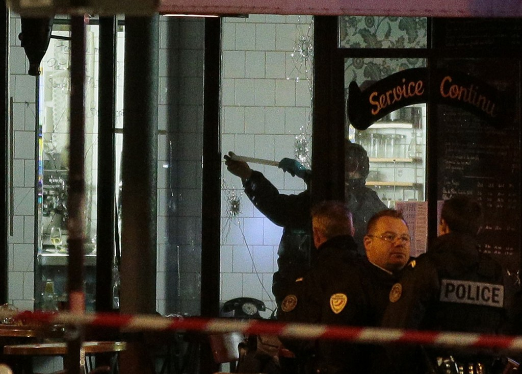 Forensic police search for evidences inside the La Belle Equipe cafe, rue de Charonne, at the site of an attack on November 14, 2015 in Paris, after a series of gun attacks occurred across the city. More than 100 people were killed in a mass hostage-taking at a Paris concert hall and many more were feared dead in a series of bombings and shootings, as France declared a national state of emergency.  AFP PHOTO / JACQUES DEMARTHON
