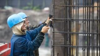 Budapest, 2015. október 19. Szakemberek dolgoznak a 2017-es vizes világbajnokság központi létesítménye, a Dagály Úszóaréna építési munkálatain 2015. október 19-én. MTI Fotó: Balogh Zoltán