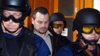 Hungarian policemen escort British citizen Simon Jonathan K (2nd L) to a court room at Budapest Capital Court in Budapest on November 19, 2015, after he has been arrested while travelling without legal documents. Two British nationals banned from travelling abroad after serving jail terms for financing terrorism have been apprehended in Hungary on a train heading for Romania, Hungarian police said on November 18, 2015. Simon Jonathan K and his companion were intercepted on November 14, 2015, on an international train at Lokoshaza, a crossing point on the Romanian border.  AFP PHOTO / FERENC ISZA / AFP / FERENC ISZA