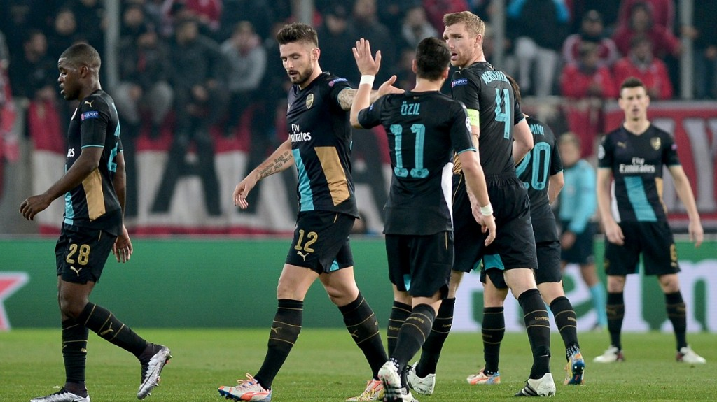 Arsenal's French forward Olivier Giroud (2nd L) celebrates with teammates after scoring during the UEFA Champions League Group F football match between Olympiacos and Arsenal at the Georgios Karaiskakis Stadium in Piraeus near Athens on December 9, 2015.  Arsenal won the match 0-3. / AFP / LOUISA GOULIAMAKI