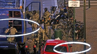 Armed special forces of the police are pictured during searching operations in the Antoine Dansaertstraat - Rue Antoine Dansaert street in the city center of Brussels on Sunday 20 December 2015. In the afternoon searching concerning terrorism were carried out in the center of Brussels, at least one person has been arrested according to the first information. / AFP / Belga / NICOLAS MAETERLINCK / Belgium OUT