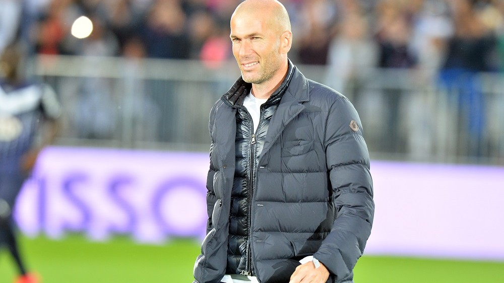 French former player Zinedine Zidane walks on the pitch before the French L1 football match between Girondins de Bordeaux (FCGB) and Montpellier on May 23, 2015 at the New Stadium in Bordeaux, southwestern France. AFP PHOTO / NICOLAS TUCAT / AFP / NICOLAS TUCAT