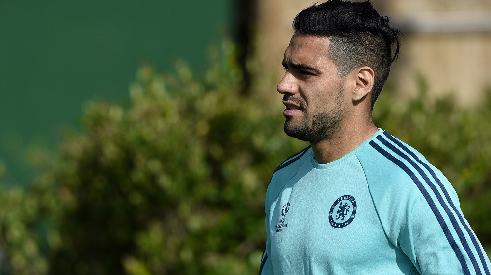 Chelsea's Colombian striker Radamel Falcao arrives for   a training session at Chelsea's training ground in Stoke D'Abernon, south of London, on September 28, 2015, on the eve of their UEFA Champions League Group G football match against Porto.   AFP PHOTO / FRANCK FIFE / AFP / FRANCK FIFE