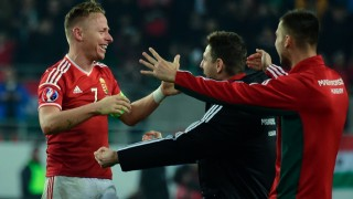 Hungary's midfielder, captain Balazs Dzsudzsak (L) celebrates their victory over Norway with his teammates after the Euro 2016 play-off football match between Norway and Hungary at the Grupama Arena in Budapest on November 15, 2015. Hungary won 2-1 and on aggregate 3-1 and qualified to the European championships.   AFP PHOTO /  ATTILA KISBENEDEK / AFP / ATTILA KISBENEDEK