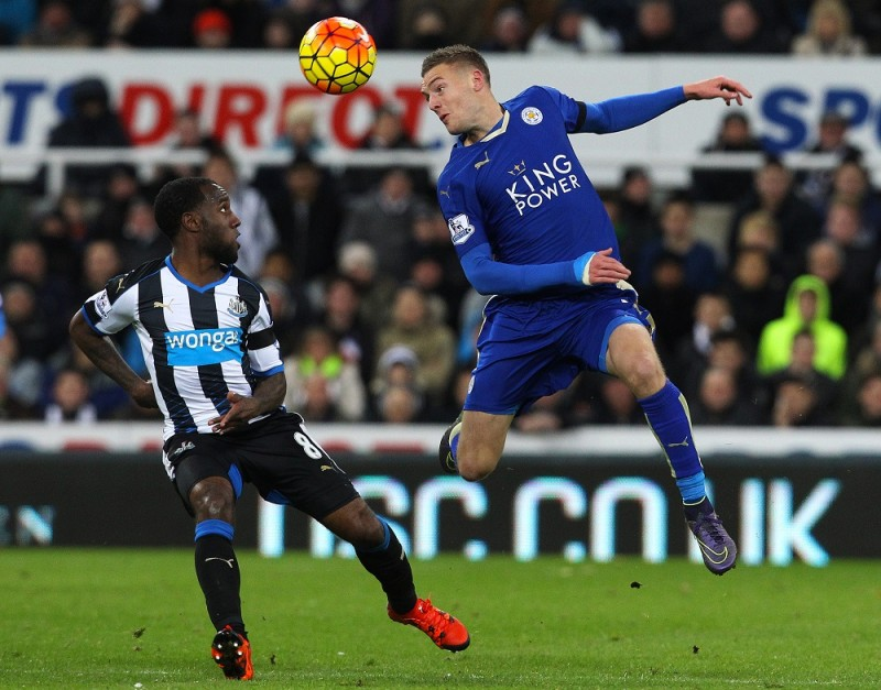 Newcastle United's Dutch midfielder Vurnon Anita (L) vies with Leicester City's English striker Jamie Vardy during the English Premier League football match between Newcastle United and Leicester City at St James' Park in Newcastle-upon-Tyne, north east England, on November 21, 2015. Leicester won the game 3-0. AFP PHOTO / LINDSEY PARNABY  RESTRICTED TO EDITORIAL USE. No use with unauthorized audio, video, data, fixture lists, club/league logos or 'live' services. Online in-match use limited to 75 images, no video emulation. No use in betting, games or single club/league/player publications. / AFP / LINDSEY PARNABY