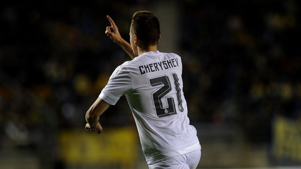 Real Madrid's Russian midfielder Denis Cheryshev  celebrates after scoring during the Spanish Copa del Rey (King's Cup) football match Cadiz CF vs Real Madrid at the Ramon de Carranza in Cadiz on December 2, 2015.  AFP PHOTO / CRISTINA QUICLER / AFP / CRISTINA QUICLER