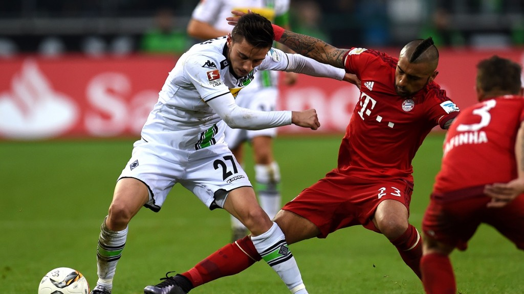 Moenchengladbach's midfielder Julian Korb and Bayern Munich's Chilean midfielder Arturo Vidal (R) vie for the ball during the German first division Bundesliga football match Moenchengladbach vs Bayern Munich in Moenchengladbach on December 5, 2015.  AFP PHOTO / PATRIK STOLLARZ RESTRICTIONS: DURING MATCH TIME: DFL RULES TO LIMIT THE ONLINE USAGE TO 15 PICTURES PER MATCH AND FORBID IMAGE SEQUENCES TO SIMULATE VIDEO. == RESTRICTED TO EDITORIAL USE == FOR FURTHER QUERIES PLEASE CONTACT DFL DIRECTLY AT + 49 69 650050. / AFP / PATRIK STOLLARZ