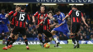 Chelsea's Brazilian-born Spanish striker Diego Costa (2R) dribbles during the English Premier League football match between Chelsea and Bournemouth at Stamford Bridge in London on December 5, 2015.   AFP PHOTO / JUSTIN TALLIS  RESTRICTED TO EDITORIAL USE. No use with unauthorized audio, video, data, fixture lists, club/league logos or 'live' services. Online in-match use limited to 75 images, no video emulation. No use in betting, games or single club/league/player publications. / AFP / JUSTIN TALLIS