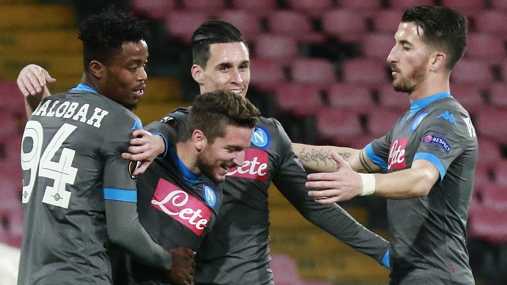 Napoli's Belgian forward Dries Mertens (2nd L) celebrates with teammates after scoring during the UEFA Europa League football match Napoli vs Legia Warsaw at the San Paolo stadium on December 10, 2015  in Naples.  AFP PHOTO / CARLO HERMANN / AFP / CARLO HERMANN