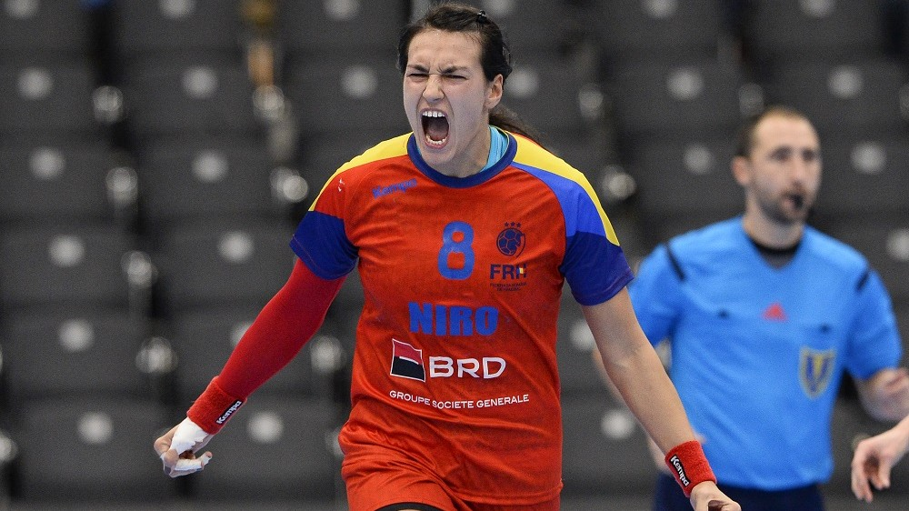 Romania's Cristina Neagu celebrates after scoring a goal during the 2015 Women's Handball World Championship eight final match between Brazil and Romania at the Sydbank Arena on December 13, 2015 in Kolding, Denmark.   AFP PHOTO / JONATHAN NACKSTRAND / AFP / JONATHAN NACKSTRAND