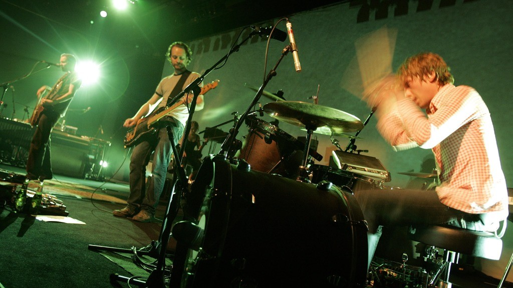 Icelandic post-rock band Sigur Ros performs on the Miles Davis stage during the 40th Montreux Jazz festival on late 03 July 2006 in Montreux. AFP PHOTO / FABRICE COFFRINI / AFP / FABRICE COFFRINI