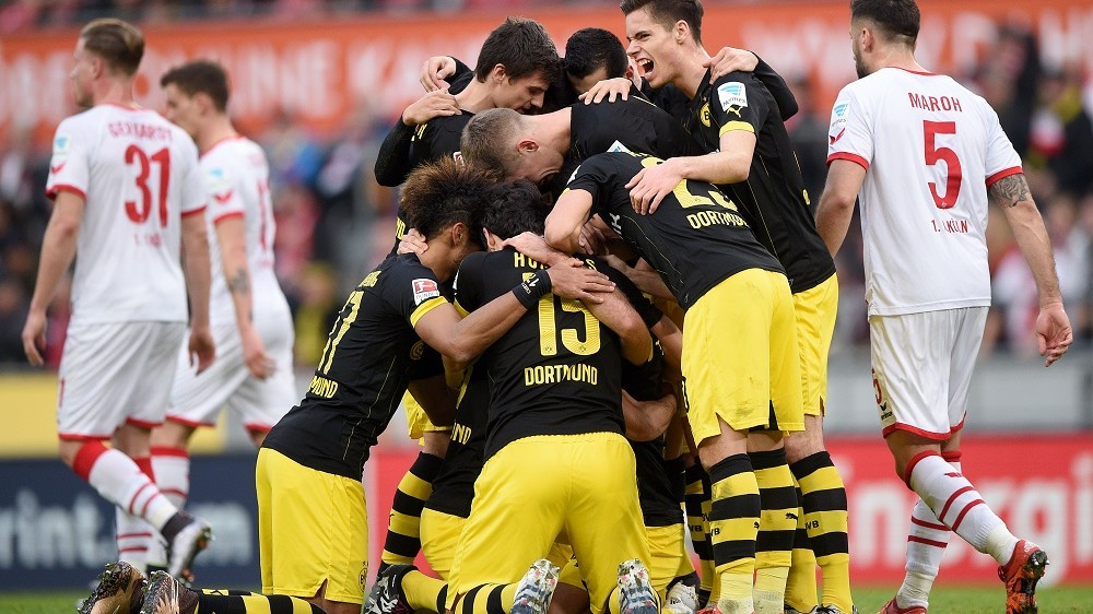 Dortmund's players celebrate the score 0:1 during the German Bundesliga soccer match between 1. FC Koeln and Borussia Dortmund at the RheinEnergie-Stadion in Cologne, Germany, 19 December 2015. Photo:JONASGUETTLER/dpa  (EMBARGO CONDITIONS - ATTENTION: Due to the accreditation guidelines, the DFL only permits the publication and utilisation of up to 15 pictures per match on the internet and in online media during the match.)