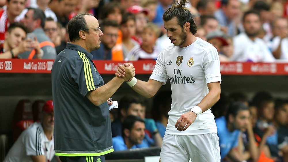 Gareth Bale of Real Madrid shakes hands with Rafael Benitez manager of Real Madrid during the Audi Cup Semi Final, pre-season friendly football match between Real Madrid and Tottenham Hotspur at the Allianz Arena in Munich, Germany, on August 4, 2015 - Photo Michael Zemanek / BPI / DPPI