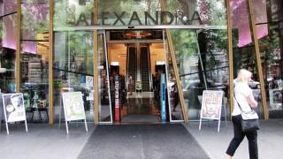 Budapest, 2014. július 14.Az Alexandra Könyvesház – Párizsi Nagyáruház bejárata a főváros VI. kerületében, az Andrássy út 39-ben.MTVA/Bizományosi: Simó Endre ***************************Kedves Felhasználó!Az Ön által most kiválasztott fénykép nem képezi az MTI fotókiadásának, valamint az MTVA fotóarchívumának szerves részét. A kép tartalmáért és a szövegért a fotó készítője vállalja a felelősséget.