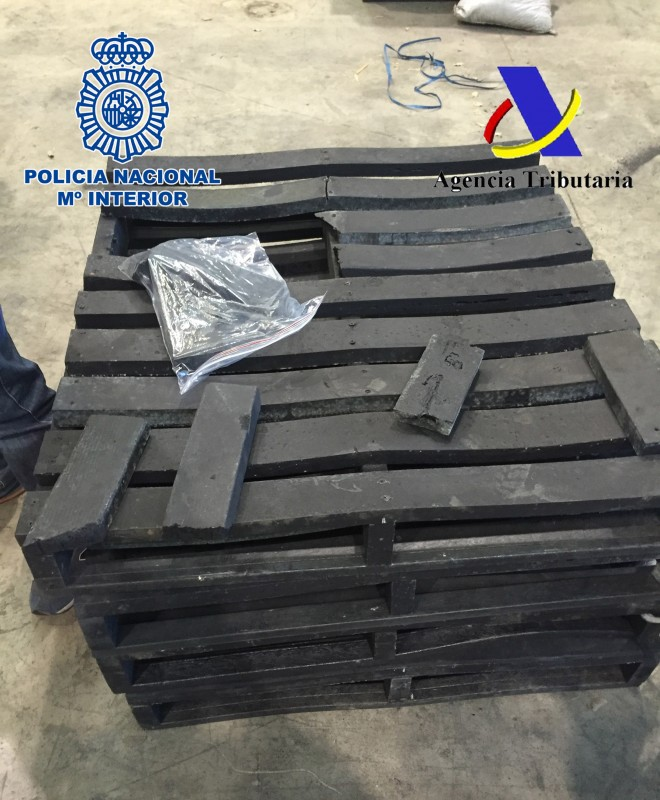 """This handout image released on December 11, 2015 by the Spanish Police shows fake wood pallets imported from Colombia and made of narcotic drug cocaine. The Spanish authorities announced today the seizure, in the port of Valencia - eastern Spain, of 1.4 tonnes of fake wooden pallets made of cocaine and the arrest of 12 suspects in Spain, the United Arab Emirates and United Kingdom.  RESTRICTED TO EDITORIAL USE - MANDATORY CREDIT """"AFP PHOTO/ SPANISH POLICE"""" - NO MARKETING NO ADVERTISING CAMPAIGNS - DISTRIBUTED AS A SERVICE TO CLIENTS   -  AFP PHOTO/ HO/ SPANISH INTERIOR MINISTRY / AFP / SPANISH POLICE / HO"""
