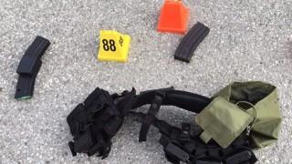 San Bernardino, 2015. december 4. A San Bernardino megyei rendõrség által közreadott képen lõszerek, amelyek a kaliforniai San Bernardinóban 2015. december 2-án elkövetett vérengzés tetteseinél voltak. A két elkövetõ, egy férfi és egy nõ, egy fogyatékosokat gondozó szociális intézményben lövöldözött, és legalább tizennégy embert megölt. A támadókat a rendõrök tûzharcban agyonlõtték. (MTI/AP/San Bernardino megyei rendõrség)