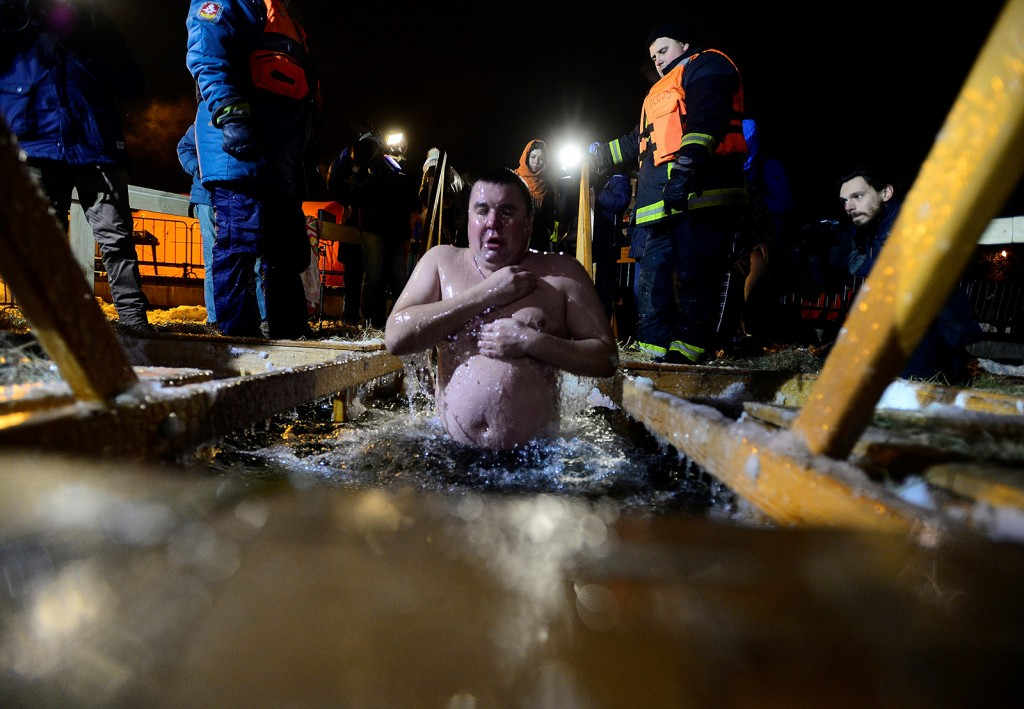 MOSCOW, RUSSIA - JANUARY 18: Orthodox Christians dive in to the cold water, to sanctify themselves at the night of Epiphany, on January 18, 2016 in Moscow, Russia. Christians believe that Jesus was baptized at that night. Sefa Karacan / Anadolu Agency