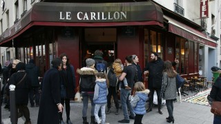 People gather outside the Carillon cafe, one of sites of the November 13 terror attacks in Paris, on January 13, 2016, on its reopening day.  15 people were killed in Le Carillon and Le Petit Cambodge in the jihadist attacks. / AFP / THOMAS SAMSON