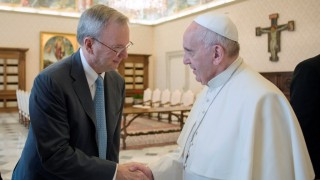 In this picture released by the Vatican press office Pope Francis shakes hand with Executive Chairman of Google, Eric Schmidt(L), during a private audience on January 15, 2016 at the Vatican. / AFP / OSSERVATORE ROMANO / OSSERVATORE ROMANO