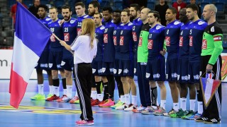 Players of France sing their national anthem prior to their main round 1 match of the Men's 2016 EHF European Handball Championships between France and Belarus in TAURON Arena of Krakow on January 21, 2016.    / AFP / ATTILA KISBENEDEK