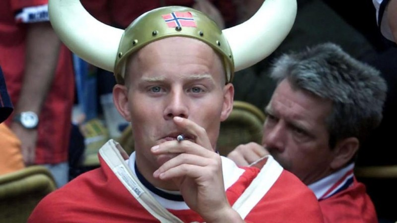 A Norwegian supporter wearing a Viking's helmet prepares himself for the match Euro 2000 Group C match Norway v Spain 13 June 2000,  in Rotterdam.  / AFP / ANP / ROBERT VOS