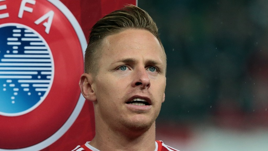 Hungary's national team player captain Balazs Dzsudzsak sings their nathional anthem prior to the UEFA 2016 European Championship qualifying round Group F football match Hungary vs Faroe Islands at the Groupama Arena  in Budapest on October 8, 2015.  AFP PHOTO / FERENC ISZA / AFP / FERENC ISZA