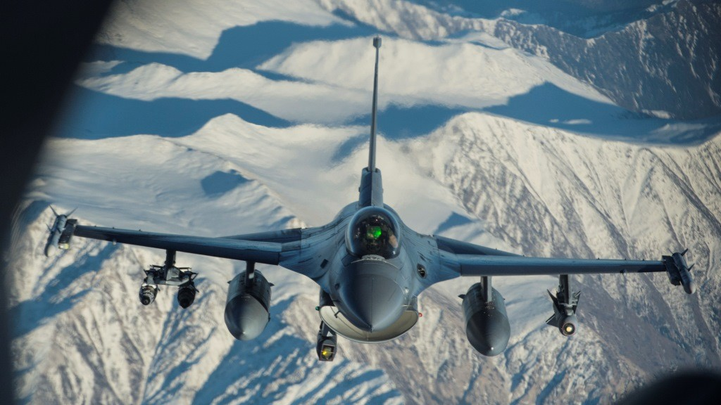 "A US Air Force F-16 Fighting Falcon prepares to refuel as it flies over Afghanistan in support of Operation Inherent Resolve, December 29, 2015. OIR is the coalition intervention against Daesh. AFP PHOTO / HANDOUT / US AIR FORCE / STAFF SGT.  COREY HOOK               == RESTRICTED TO EDITORIAL USE / MANDATORY CREDIT: ""AFP PHOTO / HANDOUT / US AIR FORCE STAFF SGT. COREY HOOK""/ NO MARKETING / NO ADVERTISING CAMPAIGNS / DISTRIBUTED AS A SERVICE TO CLIENTS == / AFP / US Air Forces Central Command / STAFF SGT. COREY HOOK"