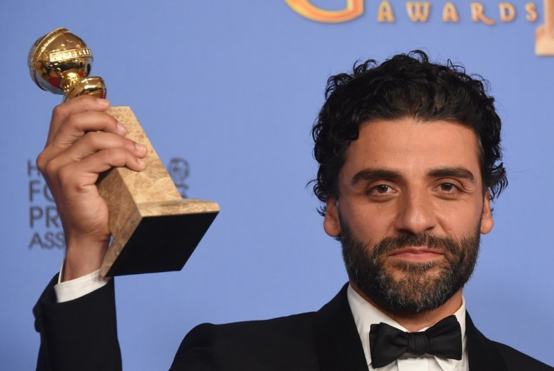 Oscar Isaac poses in the press room with his award for Best Actor - Limited Series or TV Movie, at the 73nd annual Golden Globe Awards, January 10, 2016, at the Beverly Hilton Hotel in Beverly Hills, California. AFP PHOTO / FREDERIC J. BROWN / AFP / FREDERIC J BROWN