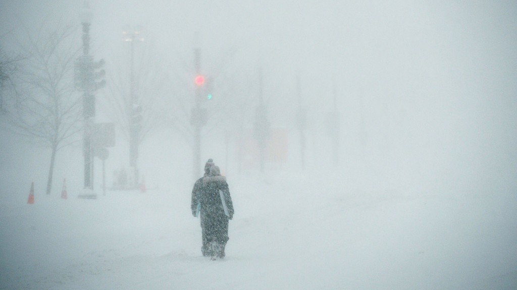 People walk on Pennsylvania Avenue in near whiteout conditions in Washington on January 23, 2016. A deadly blizzard walloped the eastern United States on Saturday, paralyzing Washington and New York under a heavy blanket of snow as officials warned millions of people to remain indoors until the storm eases up. / AFP / MANDEL NGAN