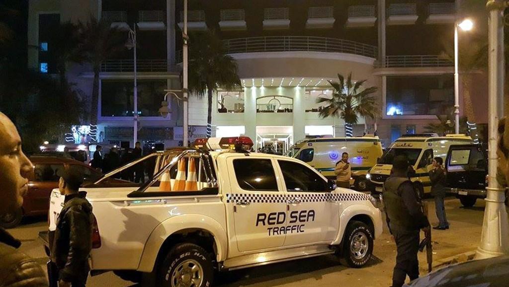 Hurghada, 2016. január 8. A Bella Vista Szálloda az egyiptomi Hurghadában 2016. január 8-án, miután fegyveresek tüzet nyitottak a vörös-tengeri üdülõhelyen mûködõ szálloda bejáratára. Két külföldi vendég megsebesült, a biztonsági emberek két támadót agyonlõttek. (MTI/EPA)