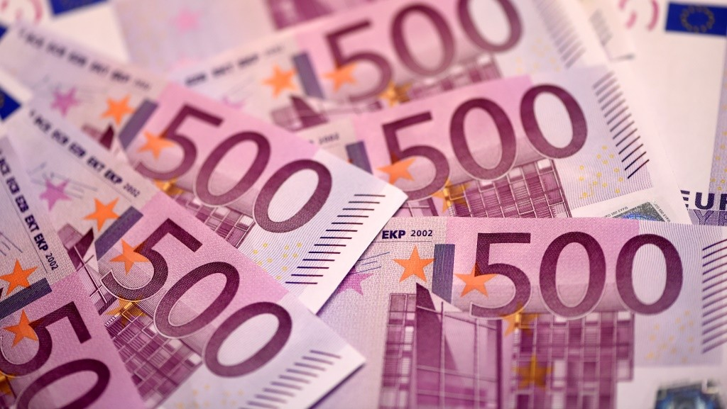 """This illustration picture taken on February 12, 2016 in Paris shows several 500 Euro notes displayed in an arrangement.  The European Central Bank will take a decision soon on whether to keep printing 500-euro banknotes, with the arguments for doing so becoming """"less and less convincing"""", a top-ranking official said on February 11, 2016. / AFP / MIGUEL MEDINA"""