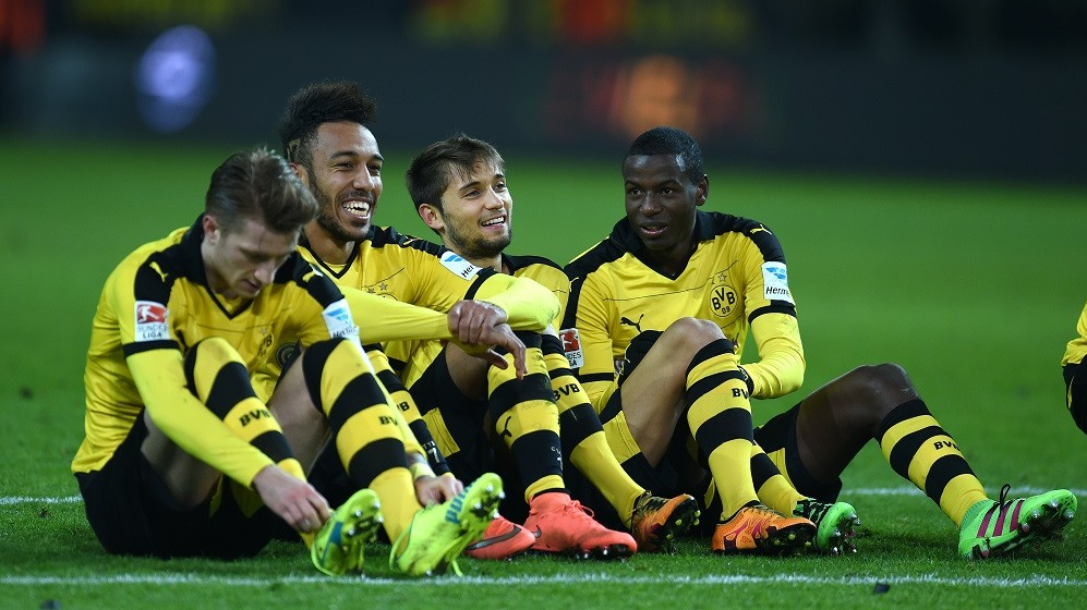 Dortmund's Gabonese striker Pierre-Emerick Aubameyang (2ndL), Dortmund's Columbian striker Adrian Ramos (R) react after the first division Bundesliga football match Borussia Dortmund vs TSG Hoffenheim on February 28, 2016 in Dortmund, western Germany.  / AFP / PATRIK STOLLARZ / RESTRICTIONS: DURING MATCH TIME: DFL RULES TO LIMIT THE ONLINE USAGE TO 15 PICTURES PER MATCH AND FORBID IMAGE SEQUENCES TO SIMULATE VIDEO. == RESTRICTED TO EDITORIAL USE == FOR FURTHER QUERIES PLEASE CONTACT DFL DIRECTLY AT + 49 69 650050