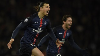 Paris Saint-Germain's Swedish forward Zlatan Ibrahimovic (C) celebrates after scoring a goal during the Champions League round of 16 first leg football match between Paris Saint-Germain (PSG) and Chelsea FC on February 16, 2016, at the Parc des Princes stadium in Paris. AFP PHOTO / FRANCK FIFE / AFP / FRANCK FIFE