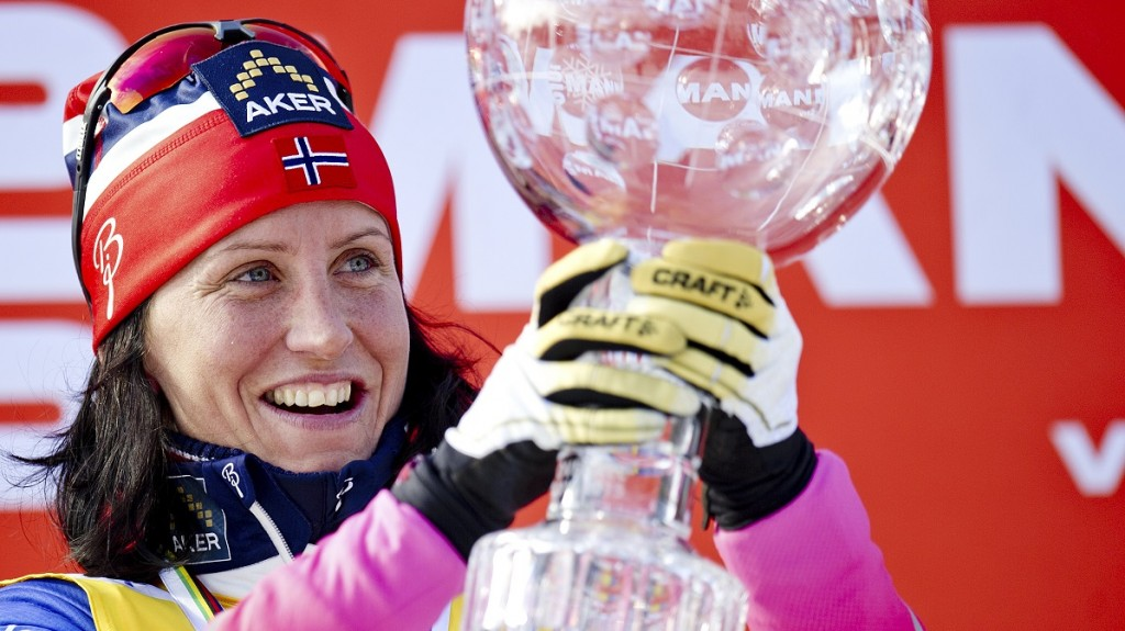 Marit Bjoergen of Norway holds her trophy for this years World Cup cross country overall win after the final race of the season on March 15, 2015 in the Holmenkollen Ski Arena in Oslo. AFP PHOTO / NTB SCANPIX / Jon Olav Nesvold +++NORWAY OUT / AFP / NTB SCANPIX / JON OLAV NESVOLD