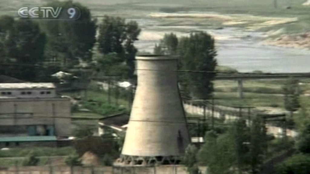 This TV footage from the National Chinese Television channel shows North Korea's cooling tower seconds before its public demolition at Yongbyon nuclear complex on June 27, 2008.  North Korea blew up the cooling tower to symbolise the communist state's commitment to scrapping its nuclear programme. AFP PHOTO/CCTV/    RESTRICTED TO EDITORIAL USE / AFP / CCTV / AFP
