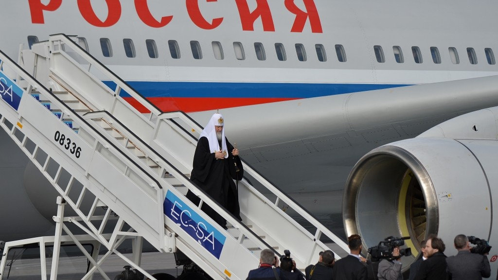 Patriarch of Moscow and All Russia and Primate of the Russian Orthodox Church, Kirill, arrives at Jose Marti International airport in Havana, on February 11, 2016. Russian Patriarch Kirill arrives in Cuba for an official visit during which he will meet with Pope Francis, a dialogue that seeks rapprochement between the two churches. AFP PHOTO/YAMIL LAGE / AFP / YAMIL LAGE