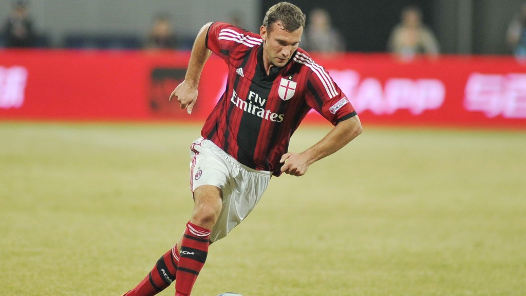 Andriy Shevchenko of AC Milan Glorie dribbles against China Old Boys during a friendly football match in Nanjing city, east China's Jiangsu province, 11 October 2014.  AC Milan Glorie lost the friendly match to China Old Boys 3-5 with a draw 1-1 in the 90 minutes and 2-4 in the penalty.