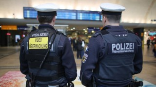 Officers of the federal police patrol the main railway station equipped with body cams inCologne, Germany, 01 February 2016. The police, fire brigades and carnival organizers work on a security concept for the upcoming carnival celebrations in Cologne. Photo: Oliver Berg/dpa