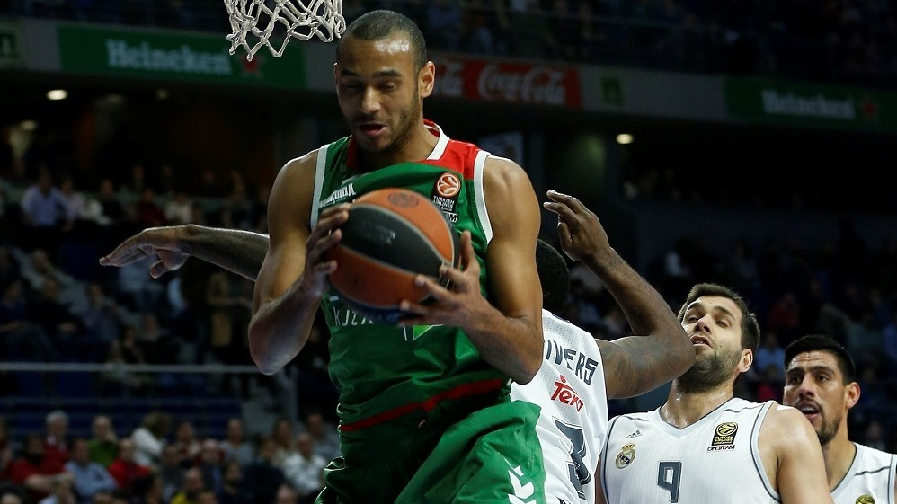 MADRID, SPAIN - FEBRUARY 05: Adam Hanga (front) of Laboral Kutxa Vitoria Gasteiz in action during the Turkish Airlines Euroleague Basketball Top 16 Round 6 game between Real Madrid v Laboral Kutxa Vitoria Gasteiz at Barclaycard Center on February 5, 2016 in Madrid, Spain.     Burak Akbulut / Anadolu Agency