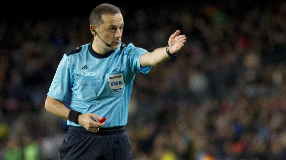 BARCELONA, SPAIN - NOVEMBER 24: Turkish referee Cuneyt Cakir in action during the UEFA Champions League Group E match between FC Barcelona and AS Roma at Camp Nou Stadium in Barcelona, Spain, on November 24, 2015. Albert Llop / Anadolu Agency