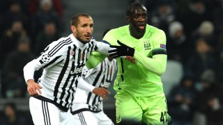 TURIN, ITALY - NOVEMBER 25: (L-R) Giorgio Chiellini of FC Juventus competes for the ball with Yaya Toure of Manchester City during the UEFA Champions League Group D match between Juventus and Manchester City on September 25, 2015 in Turin, Italy. (Photo by Pier Marco Tacca                                   /Anadolu Agency/Getty Images)