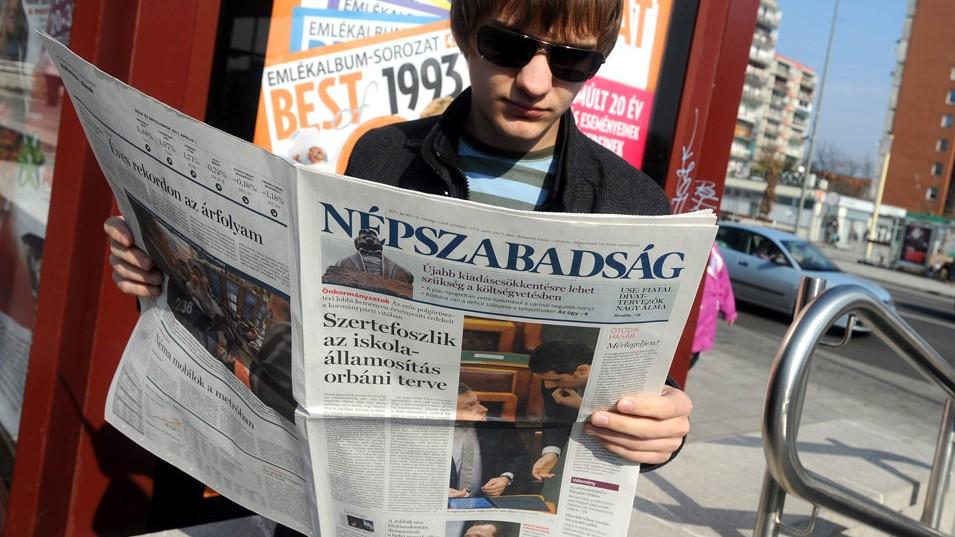 """Budapest, 2011. április 2.A """"híráradatra"""" reagálva, egyéves előkészítő munka után megújult a Népszabadság című országos napilap.MTI Fotó: Földi Imre"""