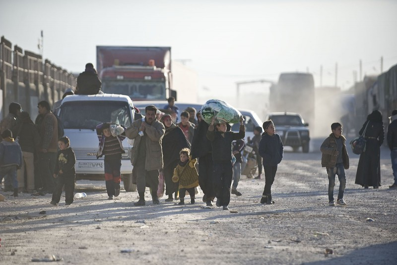 ALEPPO, SYRIA - FEBRUARY 5: Syrians who fled bombing in Aleppo, make their way to the Bab al-Salam crossing, opposite the Turkish province of Kilis, in Azaz town of Aleppo, Syria on February 5, 2016. Thousands of Syrians have massed on the Syrian side of the border seeking refuge in Turkey.  (Photo by Kerem Kocalar/Anadolu Agency/Getty Images)