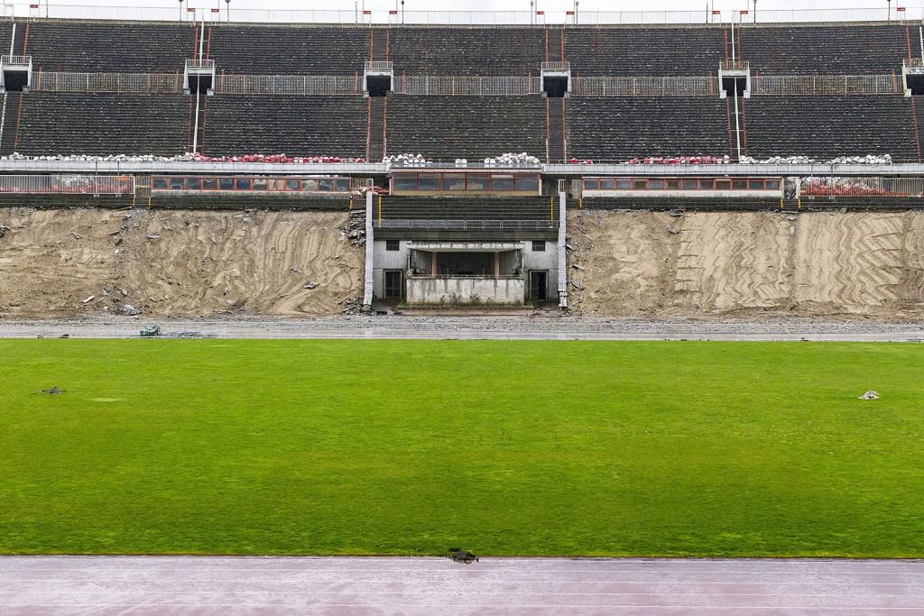 Budapest, 2016. március 2.A bontás alatt álló Puskás Ferenc Stadion 2016. március 1-jén. A tervek szerint nyolc hónapig tart a bontás, az új aréna építése decemberben kezdődhet el és 2019-ben fejeződik be.MTI Fotó: Szigetváry Zsolt