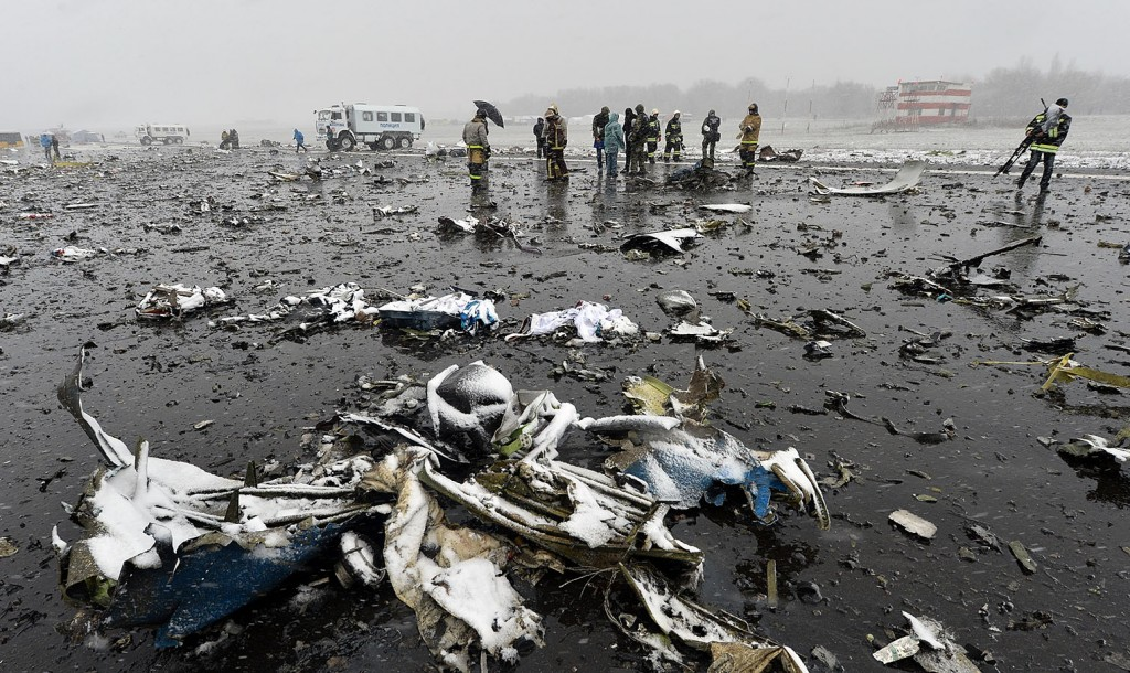 Russian emergency rescuers and forensic investigators work on the wreckage of the flydubai passenger jet which crashed, killing all 62 people on board as it tried to land in bad weather in the city of Rostov-on-Don on March 19, 2016. The plane, which came from Dubai, was making its second attempt to land when it missed the runway, erupting in a huge fireball as it crashed, leaving debris scattered across a wide area. The ministry said more than 700 rescuers and 100 vehicles were combing the area in driving wind and snow where the wreckage was strewn, with investigators confirming one of the plane's black boxes had been retrieved.  / AFP / -