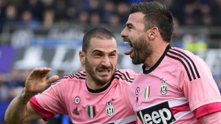 Juventus' Italian defender Andrea Barzagli (R) celebrates with Juventus' Italian defender Leonardo Bonucci after scoring a goal during the Italian Serie A football match between Atalanta and Juventus on March 6, 2016 at the Azzuri Stadium in Bergamo.  / AFP / OLIVIER MORIN
