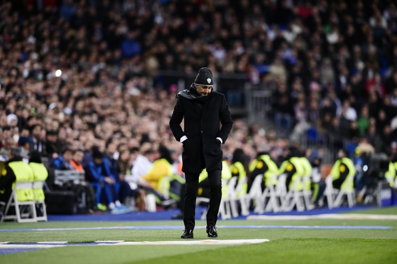 Roma's coach Luciano Spalletti stands during the UEFA Champions League round of 16, second leg football match Real Madrid FC vs AS Roma at the Santiago Bernabeu stadium in Madrid on March 8, 2016. / AFP / JAVIER SORIANO