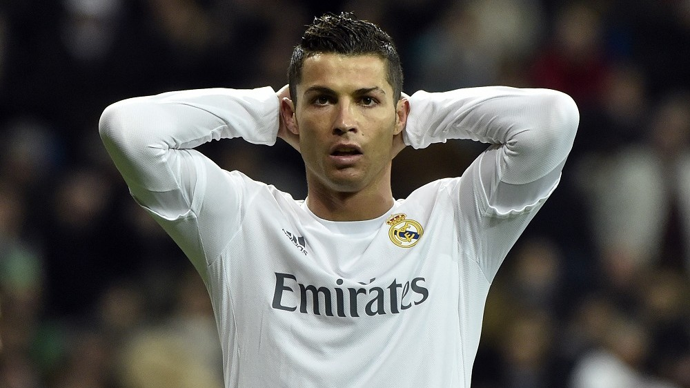 Real Madrid's Portuguese forward Cristiano Ronaldo reacts to missing a goal opportunity during the UEFA Champions League round of 16, second leg football match Real Madrid FC vs AS Roma at the Santiago Bernabeu stadium in Madrid on March 8, 2016. / AFP / GERARD JULIEN